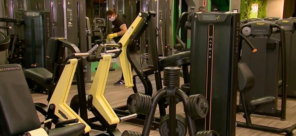 Academias de ginástica voltam a funcionar nesta segunda-feira (13) na cidade de São Paulo — Foto: Reprodução/TV Globo