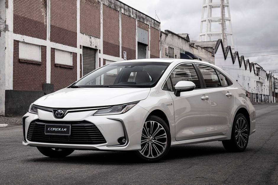 Novo Toyota Corolla Altis único com a inedita mecânica híbrida flex (Foto: Divulgação)