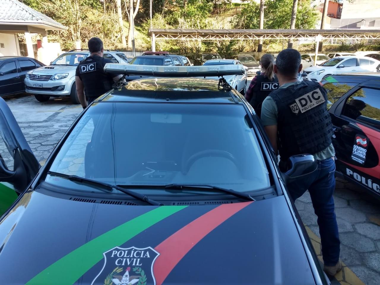 Advogado suspeito de matar pai e irmã em SC é transferido para presídio