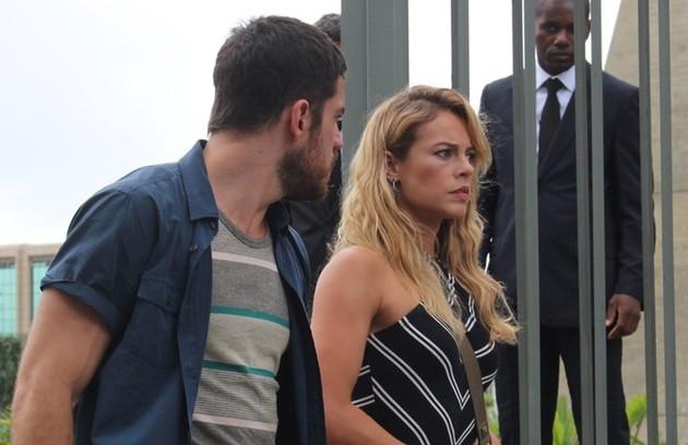 A atriz também aparecerá com os fios bem claros. Sua personagem se envolverá com Zeca (Marco Pigossi) (Foto: TV Globo)