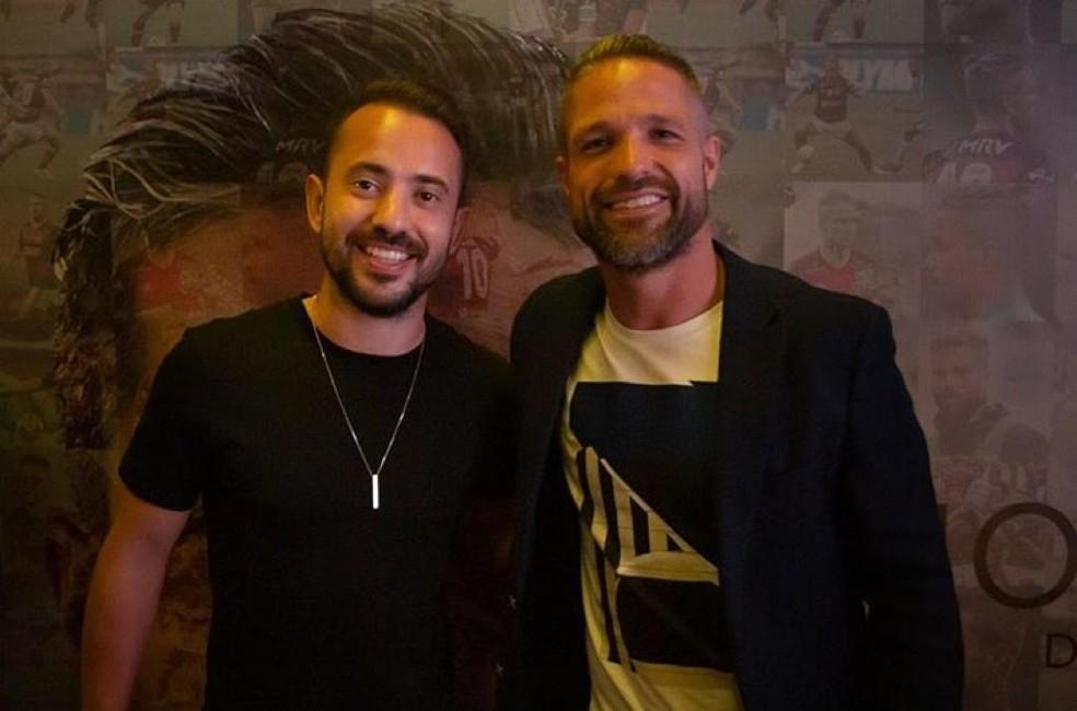 """Everton Ribeiro e Diego, do Flamengo, no lançamento de """"Mosaico"""" — Foto: Reprodução"""