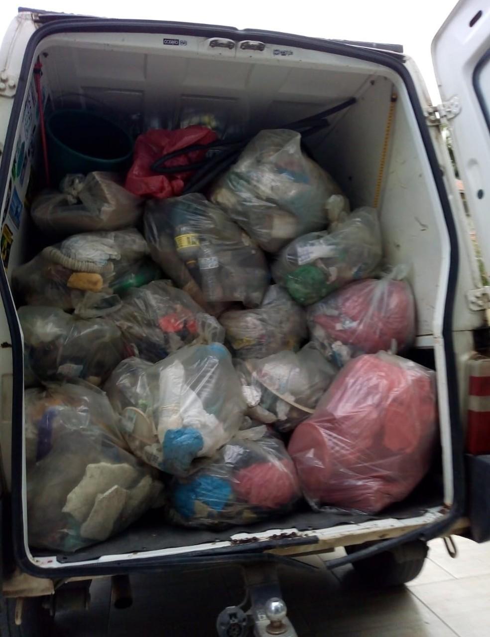 Todo o lixo é levado até a sede do projeto, em Barra Velha (SC) — Foto: Divulgação/ONG Eco Local Brasil