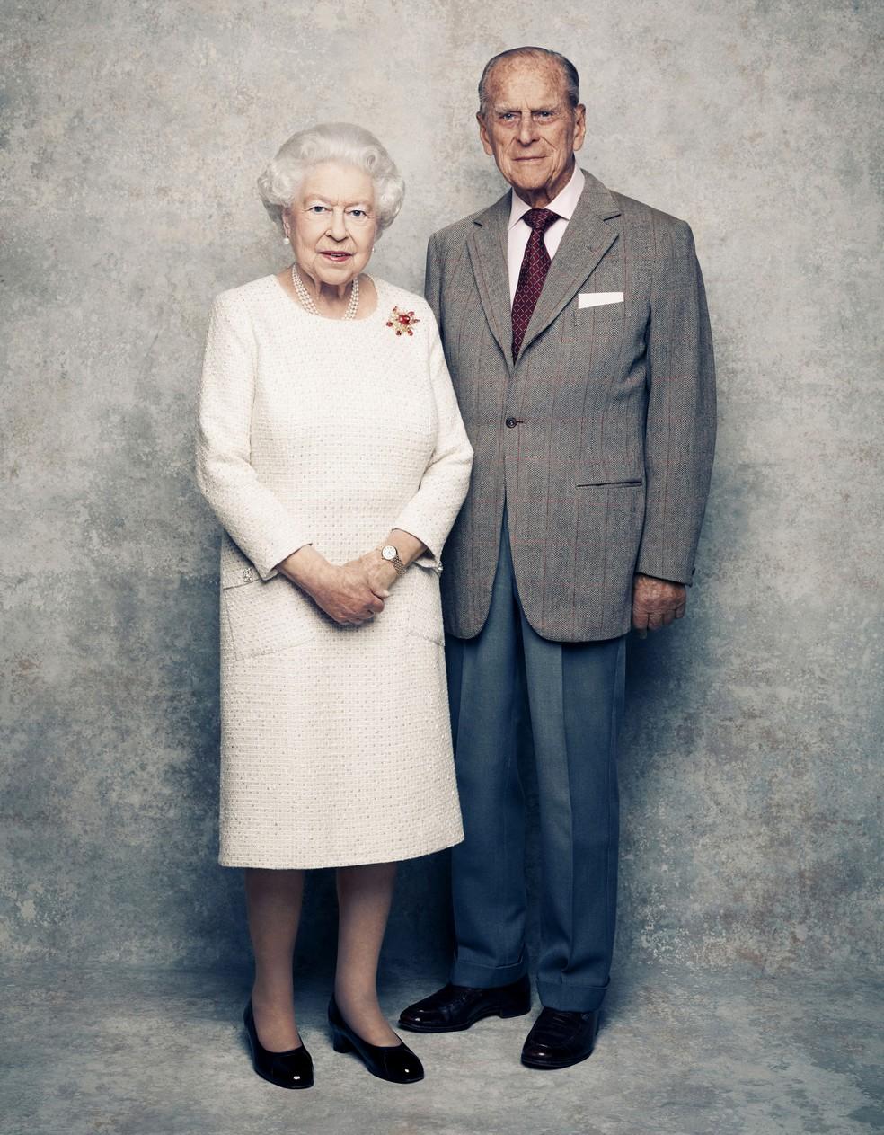 Rainha Elizabeth ao lado do marido em foto do início do mês (Foto: Matt Holyoak/Camera Press via AP)