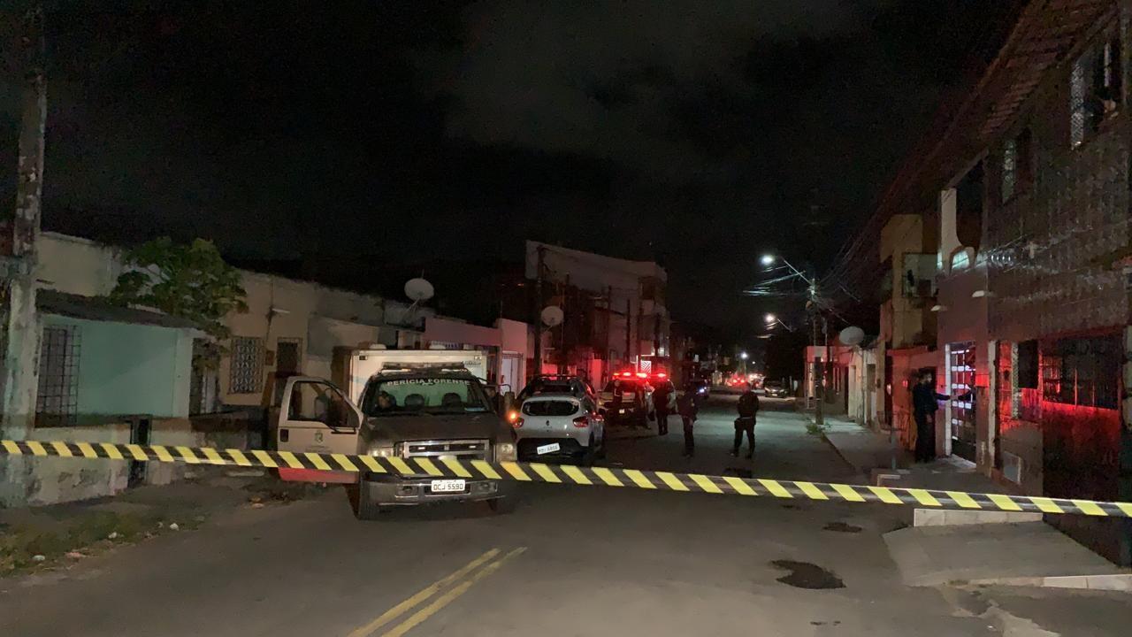 Suspeito de homicídio de adolescente na Vila do Mar é morto durante confronto com a polícia, em Fortaleza
