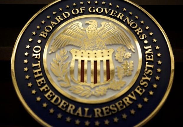 O símbolo do Board of Governors no Federal Reserve, o banco central americano (Foto: Joshua Roberts/Arquivo/Reuters)