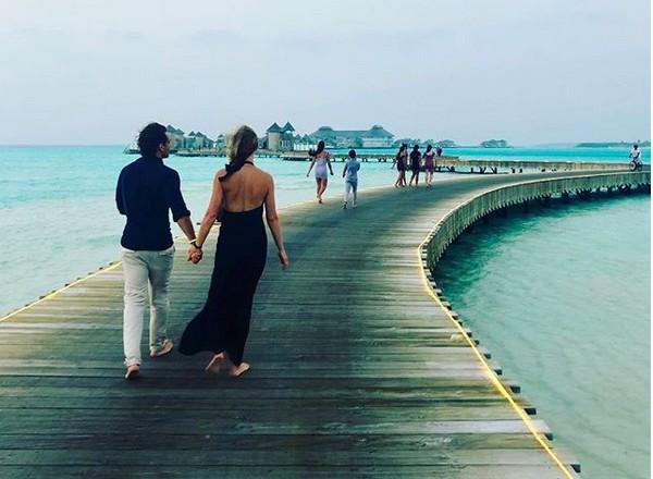 A atriz Gwyneth Paltrow e o marido de férias nas Maldivas (Foto: Instagram)