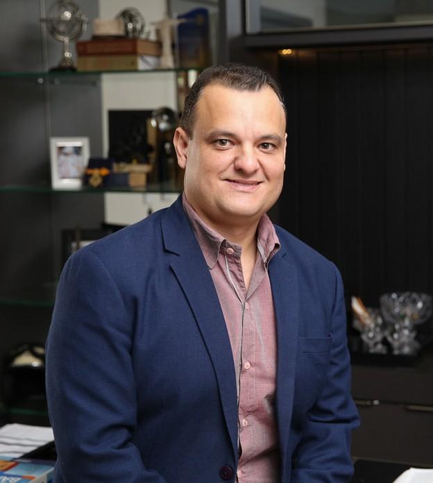 Empreendedor que vendia geladinho funda rede que fatura R$ 120 milhões