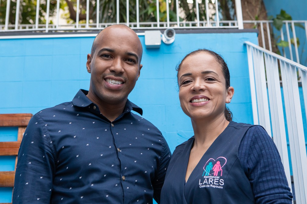 O casal de enfermeiros investiu em câmeras para monitorar sua casa de repouso, mas não planeja investimentos para os próximos meses — Foto: Celso Tavares/G1