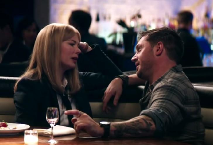 Tom Hardy e Michelle Williams em uma cena romântica de Venom  (Foto: Reprodução)