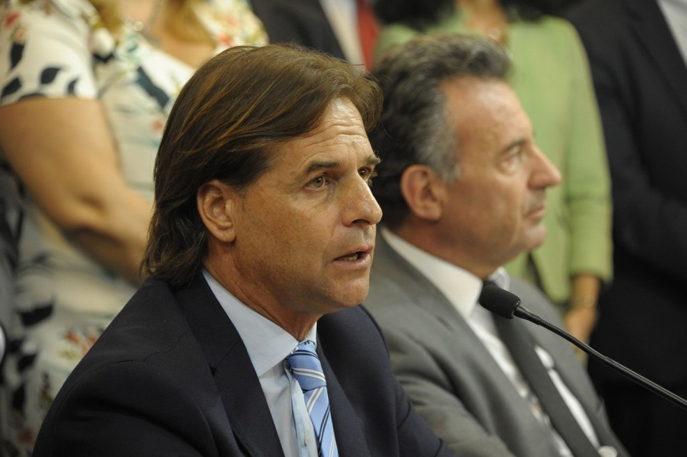 Presidente do Uruguai, Luis Lacalle Pou, anuncia medidas para frear transmissão do novo coronavírus em março — Foto: AFP/Alvaro Salas