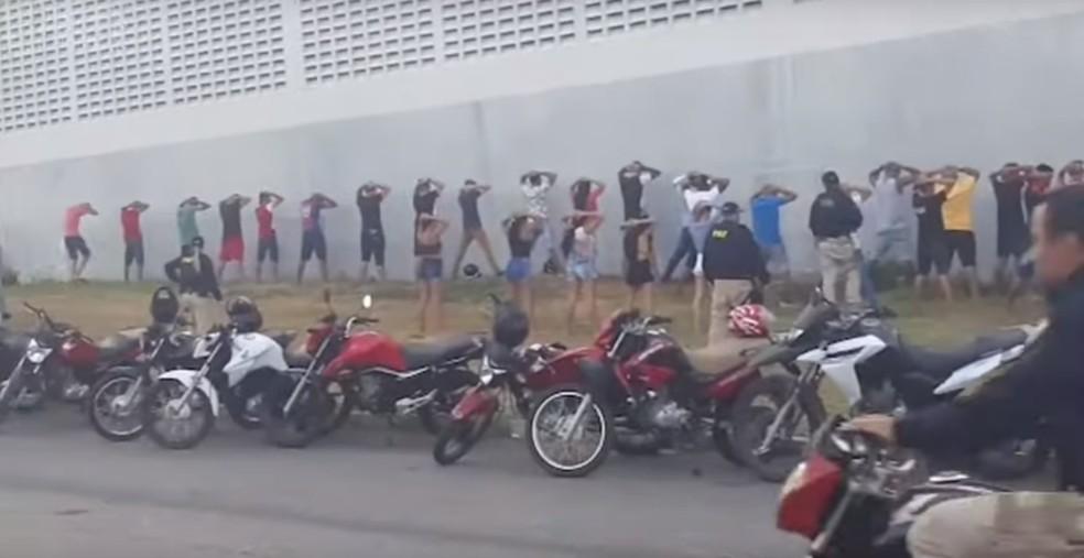 59 motocicletas que seriam usadas em rachas foram apreendidas durante operação da PRF no Ceará — Foto: PRF/Divulgação