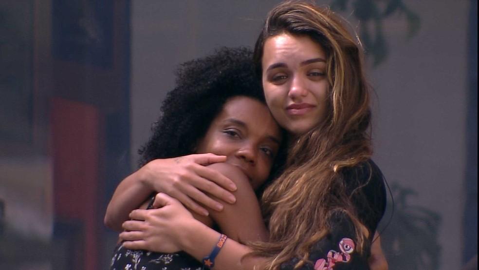 Thelma chora e recebe abraço de Rafa no BBB20 | casa bbb | Gshow
