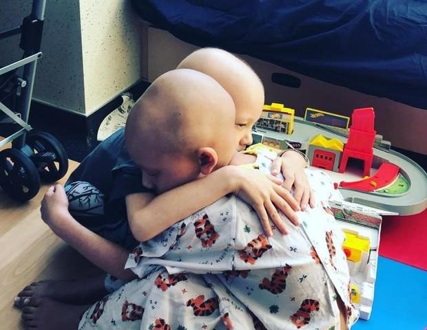 Irmãos enfrentam o mesmo câncer, ao mesmo momento (Foto: Reprodução Instagram)