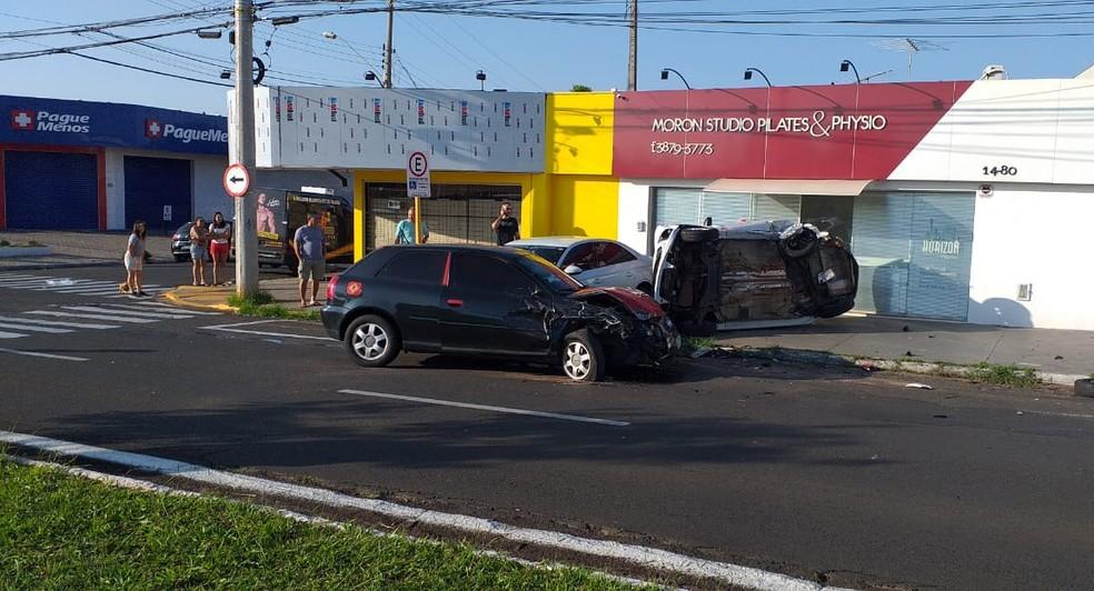 Acidente aconteceu no domingo (19), na Avenida Getúlio Vargas, em Bauru — Foto: Arquivo pessoal