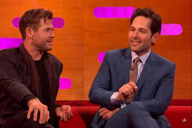 Chris Hemsworth e Paul Rudd no The Graham Norton Show (Foto: reprodução)