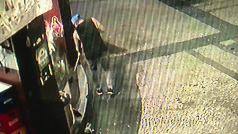 Garçom morto com um tiro na cabeça trabalhava em um bar na Lapa, na região central do Rio — Foto: Reprodução/ TV Globo