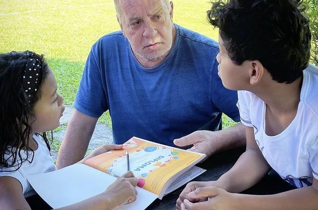Luiz Fernando Guimarães e os filhos  (Foto: Reprodução)