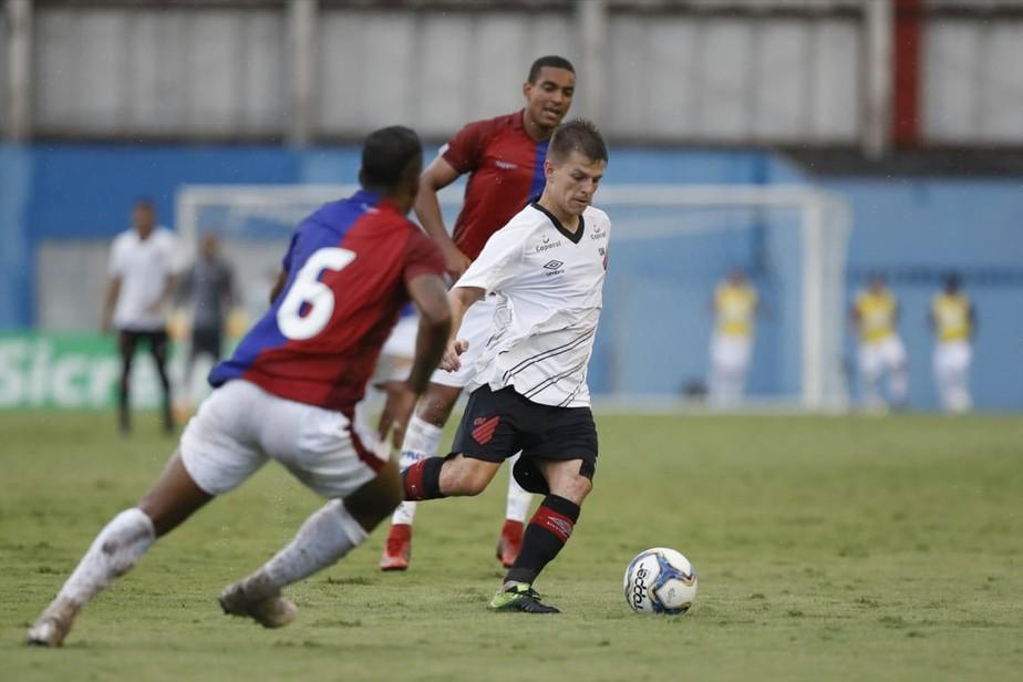 Athletico empresta João Pedro Heinen para o FC Cascavel; meia não joga há mais de um ano