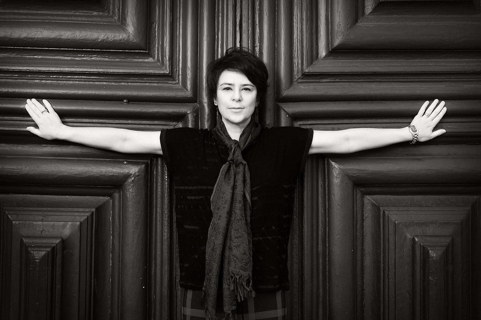 Fernanda Takai expõe dilemas do mundo atual em álbum solo que cresce nas músicas inéditas