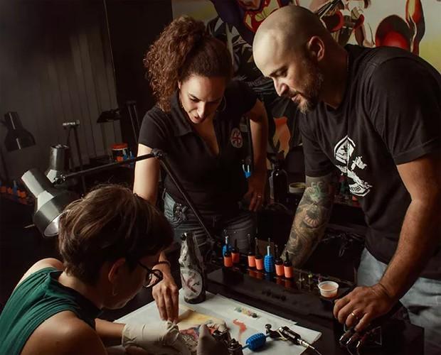Daniel Sorghi já ensinou mais de 500 alunos a tatuar (Foto: Julia Rodrigues)
