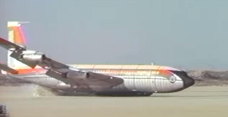 """Boeing pousa """"de barriga"""" (Foto: Divulgação/Nasa)"""
