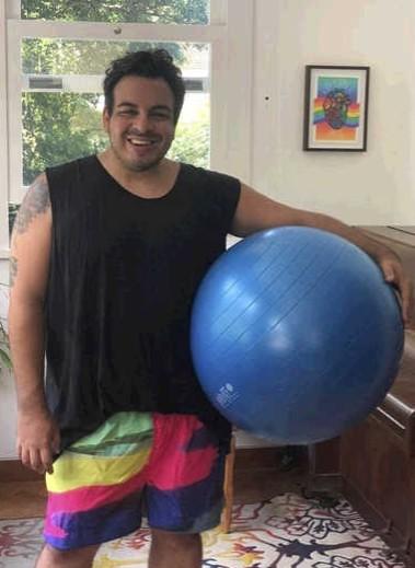 Luis Lobianco posa se exercitando em casa  (Foto: Arquivo Pessoal)
