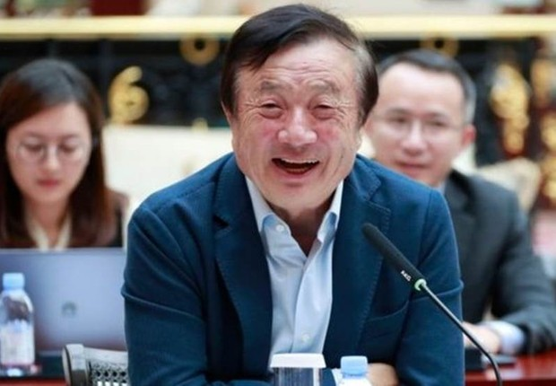 Recentemente, a prisão de Meng Wanzhou, diretora da Huawei e filha do dono da empresa, gerou uma crise diplomática entre China e EUA. Em entrevista à BBC News, o fundador da companhia, Ren Zhengfei, disse que a gigante de tecnologia vai sobreviver e prosp (Foto: AFP / HUAWEI via BBC)