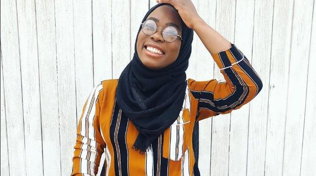 Haneefah se inspira em suas experiências de vida e também em elementos da sua cultura (Foto: Divulgação)