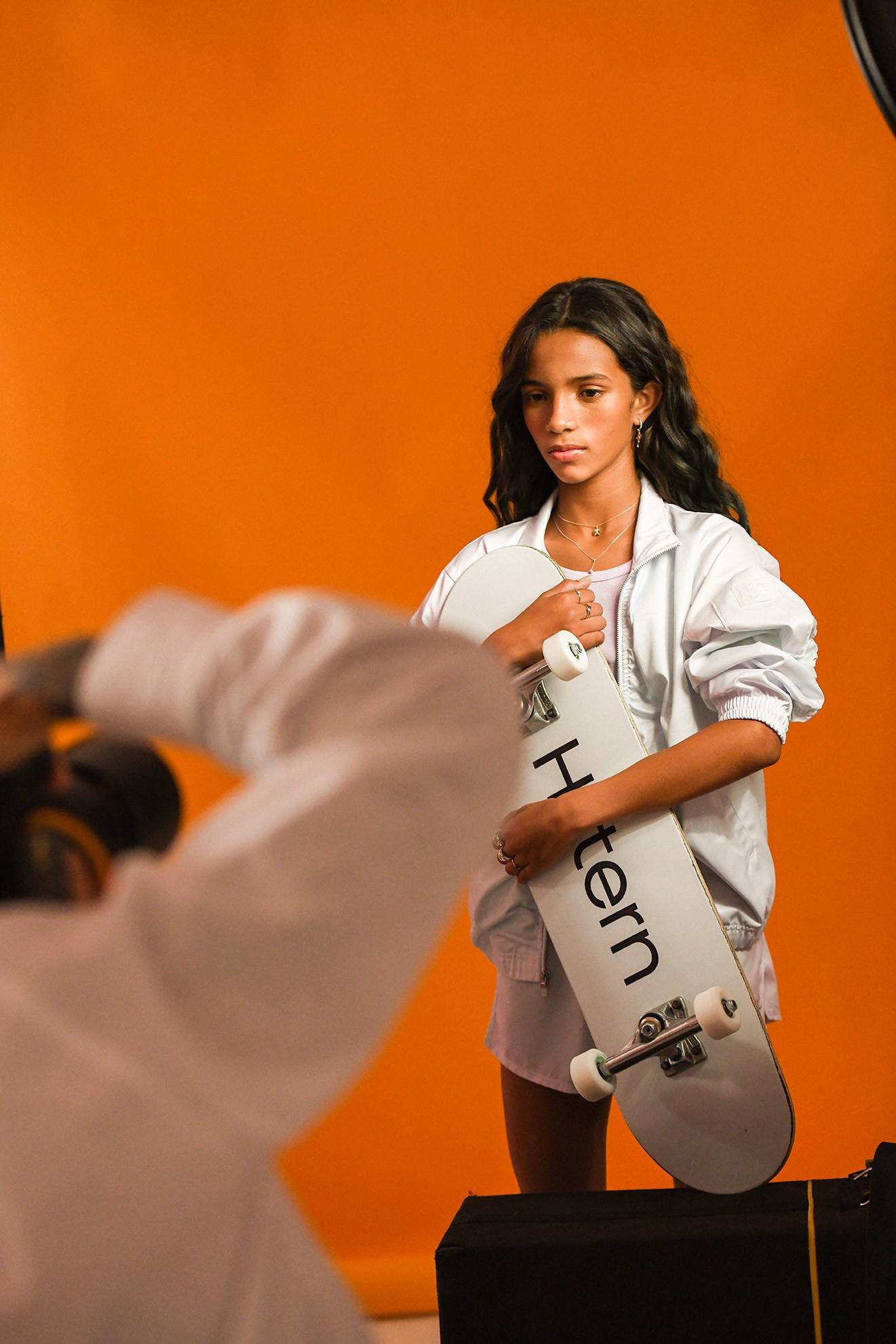 Rayssa Leal no making of das fotos para a MyCollection da HStern (Foto: Divulgação)
