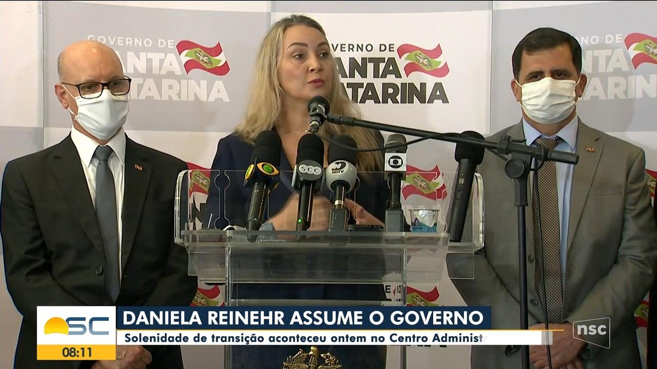 Daniela Reinehr faz primeiro ato como governadora interina