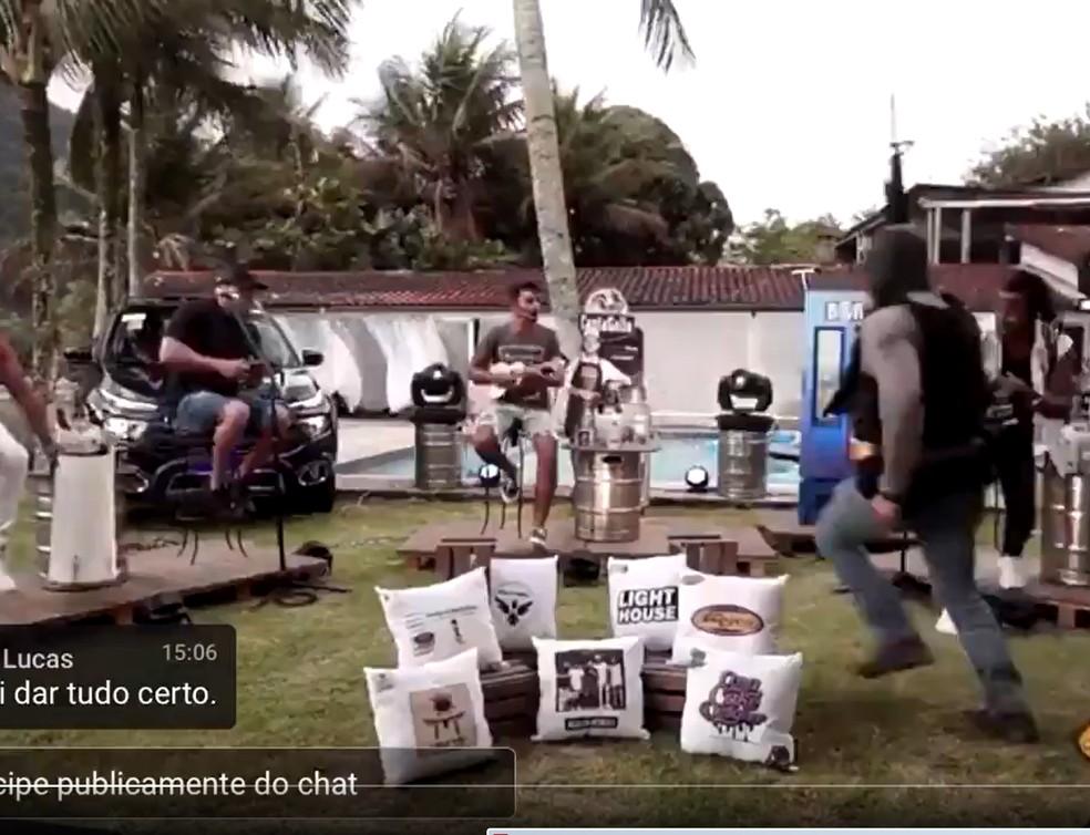 Live do grupo Aglomerou interrompida por ação policial em Angra dos Reis — Foto: Reprodução/Redes sociais
