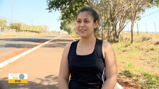 Estudante de 14 anos coloca família para caminhar e emagrece 24kg em 8 meses