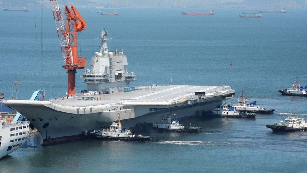 O porta-aviões chegou à China em 2002 e levou uma década para ficar pronto e operacional — Foto: Getty Images