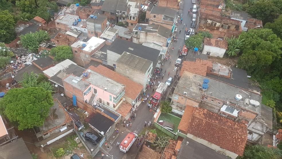 Desabamento de prédio aconteceu na comunidade de Alto de São João, em Pituaçu (Foto: Divulgação/Graer)