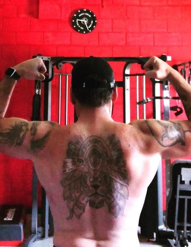Leandro Hassum mostra os músculos (Foto: Reprodução Instagram)