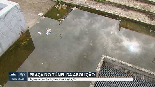 Moradores reclamam de água acumulada e lixo na Praça do Túnel da Abolição