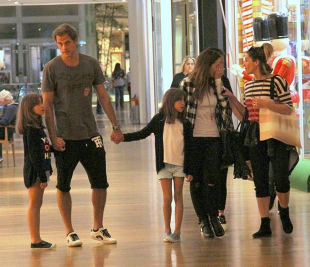 Giovanna Antonelli passeia no shopping com a família (Foto: J Humberto/AgNews)