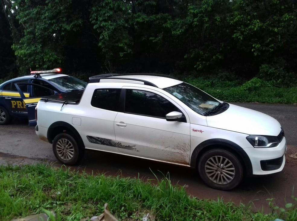 carro - Carro é recuperado momentos após ser roubado em posto de gasolina na BR-316