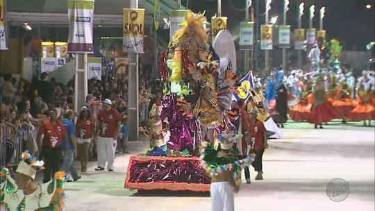 Escolas de samba e Rei Momo fitness são destaque no carnaval de Franca, SP