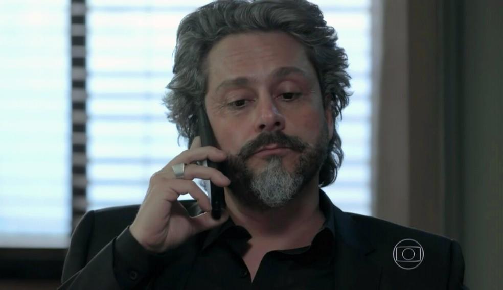 José Alfredo (Alexandre Nero) finge que tirou a virgindade de Cora (Marjorie Estiano) - 'Império' — Foto: Globo