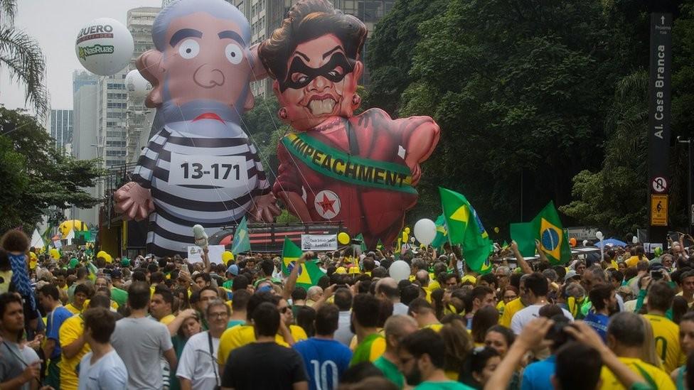 O impeachment de Dilma Rousseff foi um dos fatores que prepararam o terreno para a eleição de Bolsonaro (Foto: Getty Images via BBC News)