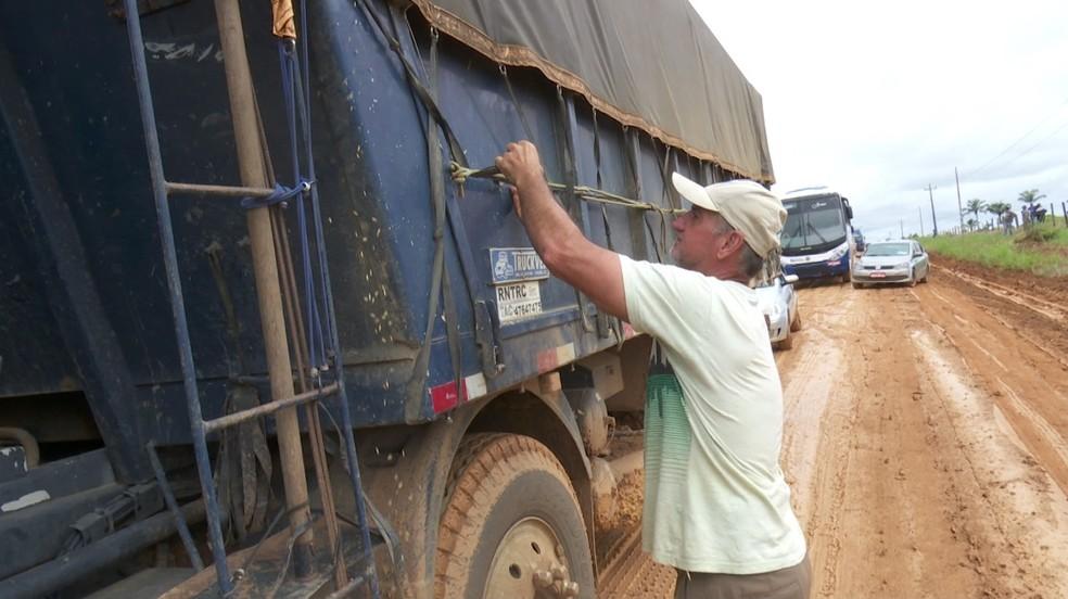 Com RO-459 interditada, rota alternativa para cidade de RO tem situação precária devido a lama e atoleiro — Foto: Rede Amazônica/Reprodução
