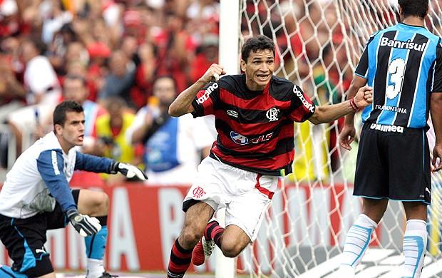 Fortaleza faz evento para chegada de Angelim e acena amistoso com Fla