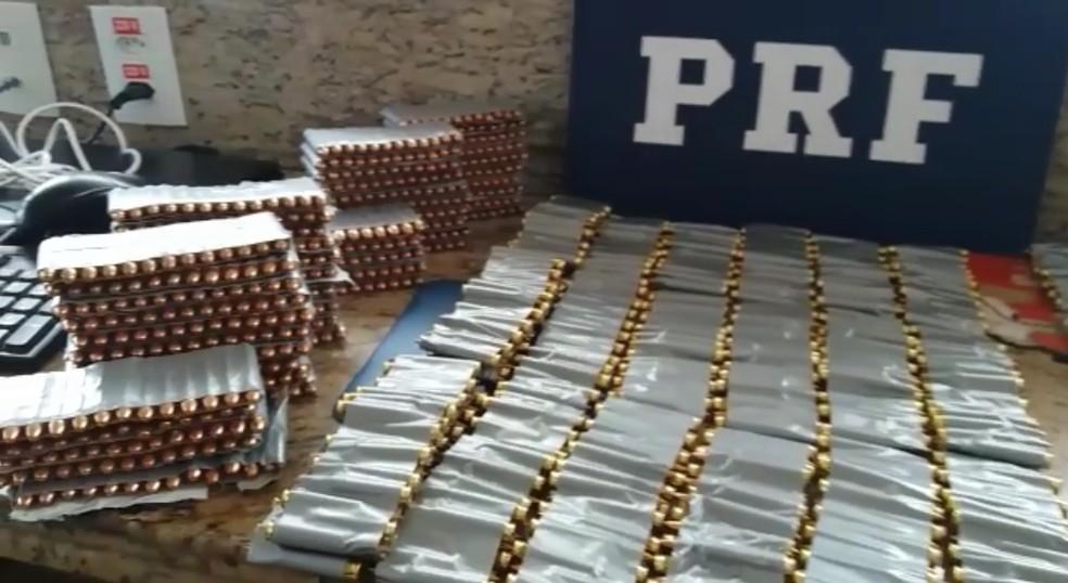 Do total de munição, 900 são para fuzil calibre 556, conforme a PRF (Foto: PRF/Divulgação)