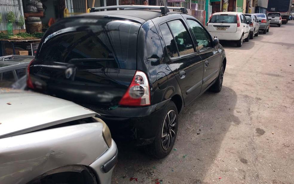 Terceiro veículo atingido em batida não teve grandes danos materiais (Foto: Clériston Santana/ TV Bahia)