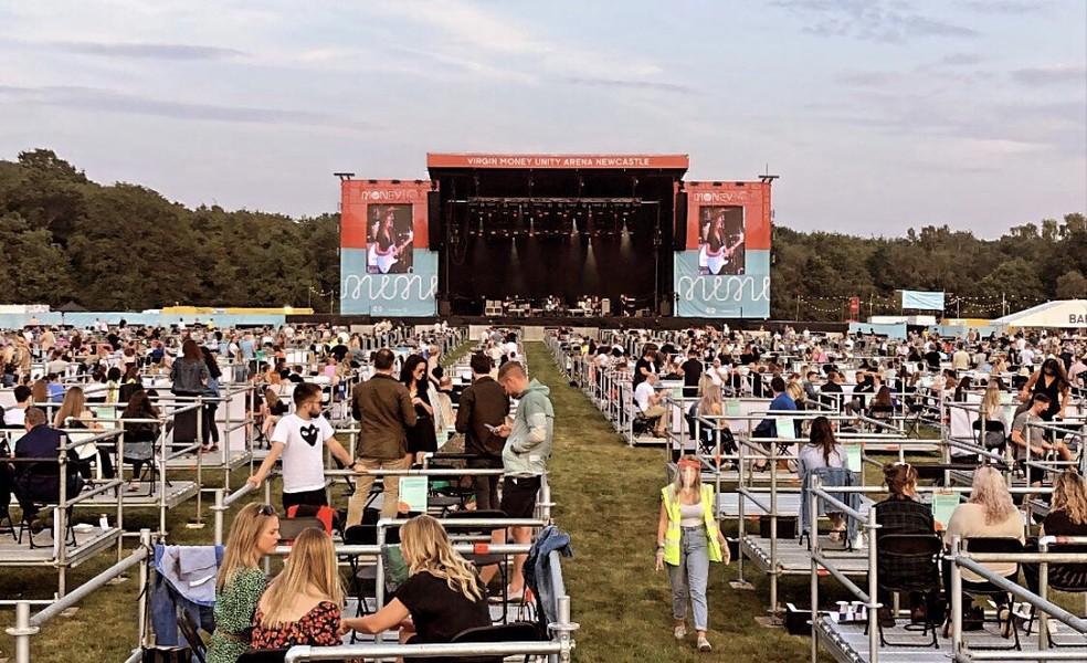 Público se dividiu em 'cercas' em festival na Inglaterra — Foto: Divulgação / Virgin Money Unity Arena / David Wala