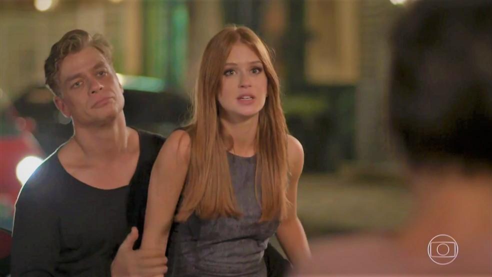 Eliza (Marina Ruy Barbosa) não disfarça desconforto em 'Totalmente Demais' — Foto: TV Globo