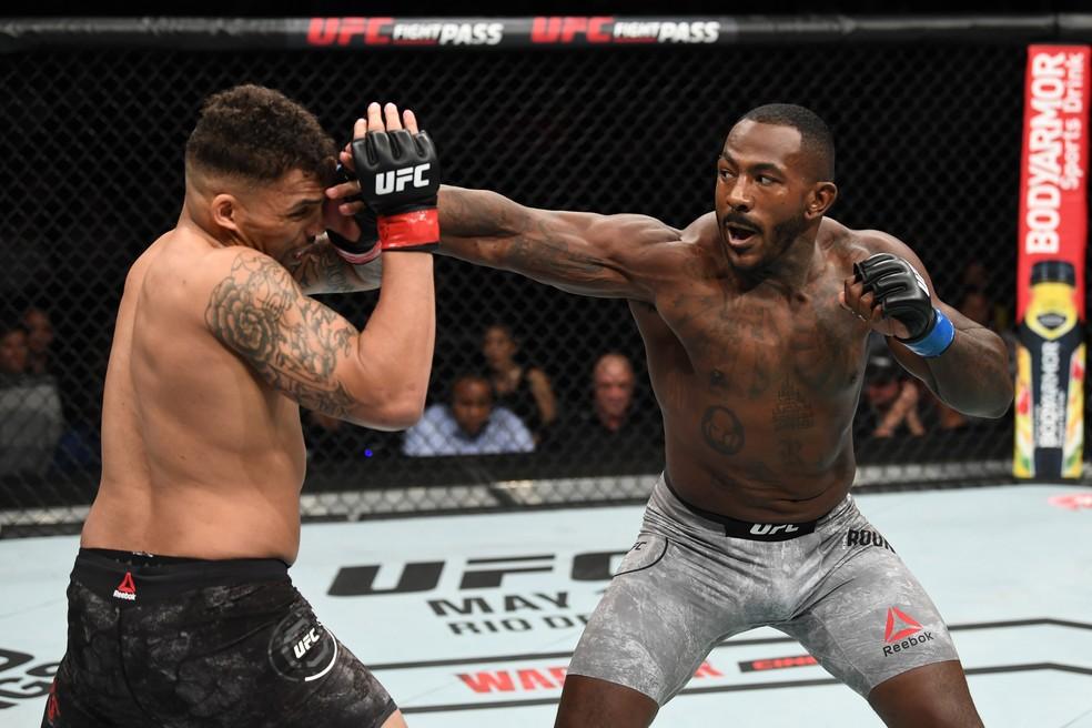 Khalil Rountree aplica um golpe de direita em Eryk Anders no UFC 236 â?? Foto: Getty Images