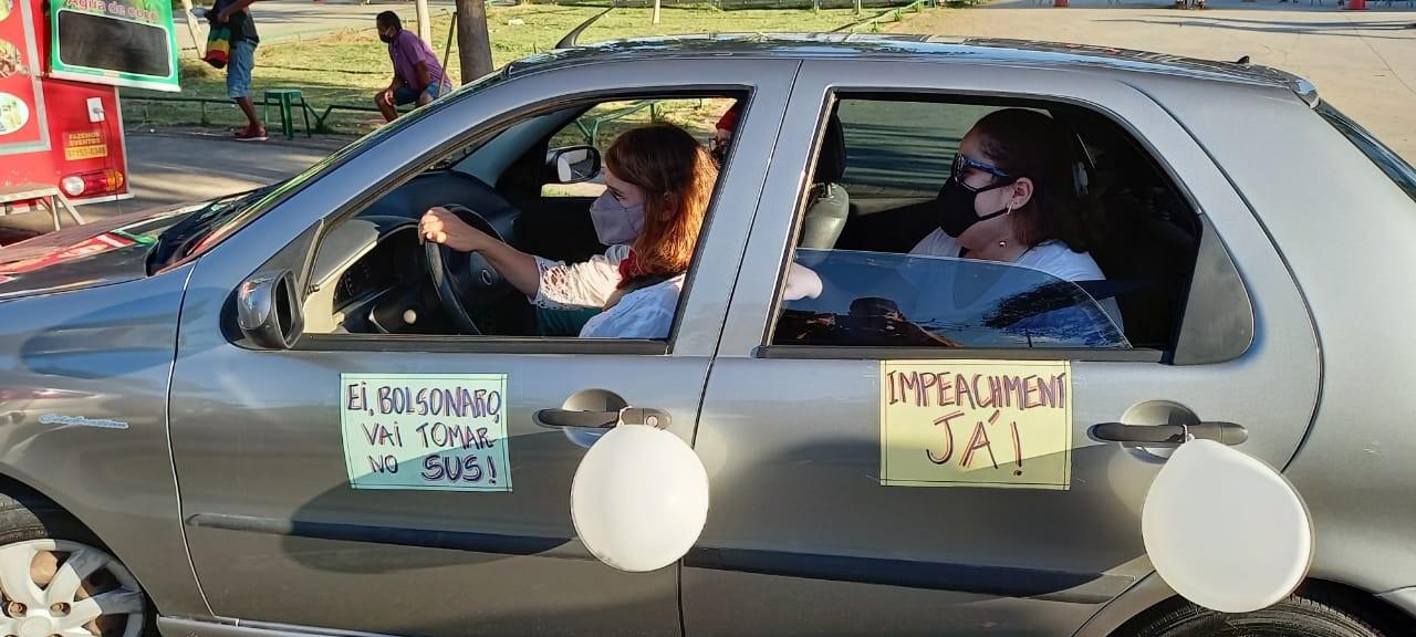 Manifestantes fazem ato a favor da vacina e contra Bolsonaro em Belo Horizonte (MG)