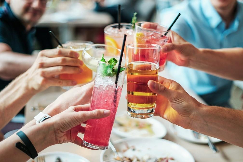 A pesquisa indica que homens são mais propensos que mulheres a apresentarem comportamento agressivo com todos os tipos de álcool (Foto: Bridgesward/Pixabay/CC0 Public Domain)